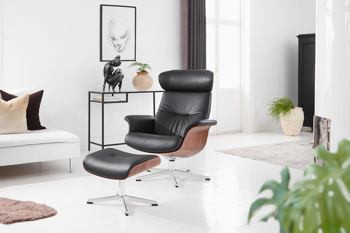 Design-selv lænestol fra Conform med mange muligheder, der her er vist i sort. Lænestolen hedder Timeout og kan sammensættes på mange forskellige måder blandt andet med højde på ryglæn og mange forskellige muligheder for fødder. En flot og komfortabel lænestol, som du kan købe her hos BoShop.