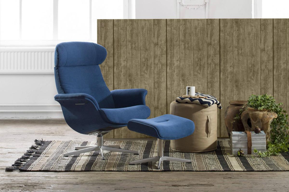 Design-selv lænestol fra Conform med mange muligheder, der her er vist i en blå farve.