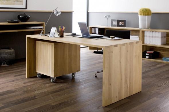 Billede af Office Eg skrivebord i træ hos BoShop - Skriveborde i Århus.
