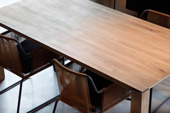 Leder du efter et spisebord i massiv eg, så kan Slice Eg - spisebordet være en god mulighed. Spisebordet kan du købe online her hos BoShop.