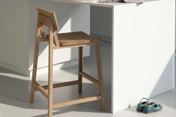 Billede af N3 Eg barstol i træ hos BoShop.