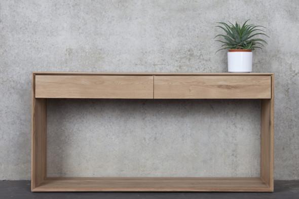 Billede af Nordic Eg konsolbord i træ hos BoShop.
