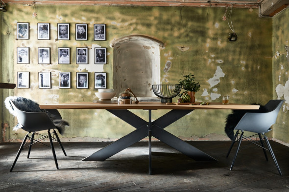 Billede af Extreme plankebord / spisebord fra Bodahl hos BoShop - Plankeborde i Århus.