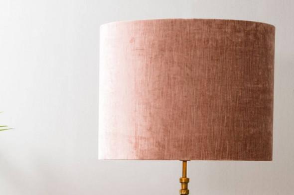Billede af Gemstone lampeskærm pink hos BoShop - Lampeskærme i Aarhus og Aalborg.