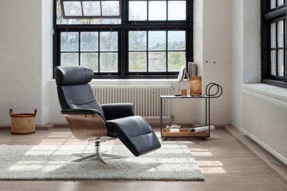 Billede af Timeout lænestol med indbygget fodskammel hos BoShop - Lænestole i Aarhus og Aalborg.