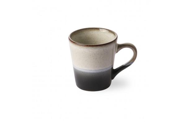 Billedet viser den fineste keramik espresso kop i nuancen Rock. Espressokoppen byder naturens smukke farver inden døre.