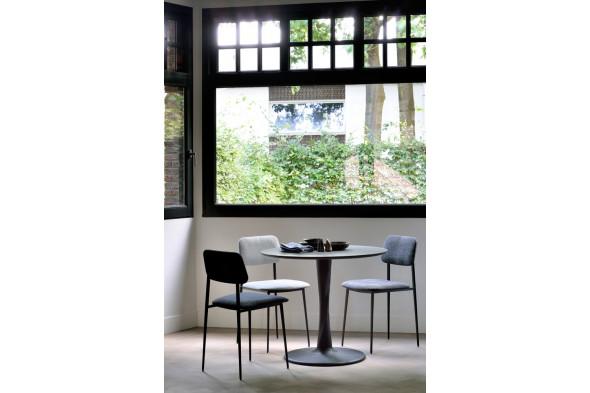 Billede af Torsion Black Eg spisebord i træ hos BoShop - Spiseborde i Århus.