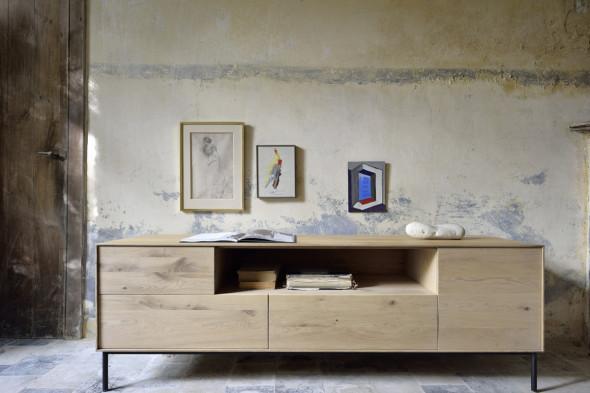 Billede af Whitebird Eg - tv-bord i træ hos BoShop.