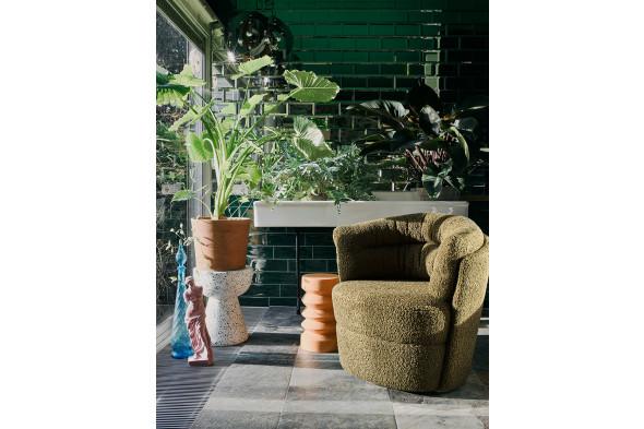 Billedet viser det fineste lille sidebord i terrazzo fra HKliving.