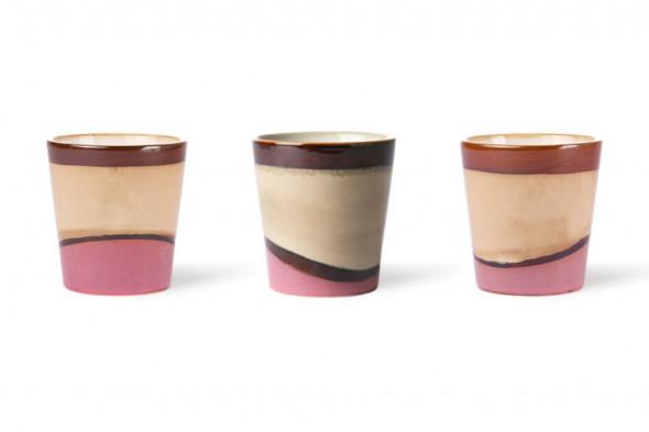 Billedet viser den fineste keramik kaffekop i jordnære farver. Kaffekoppen byder naturen inden døre.