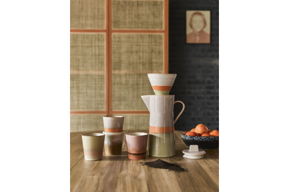 Billedet viser den fineste kaffekop i nuancen Mars fra serien 70'er keramik.