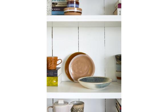 Billedet viser karry skåle – 2 stk. fra kollektionen 70'er keramik. Skålene er inspireret af naturens smukke farver.