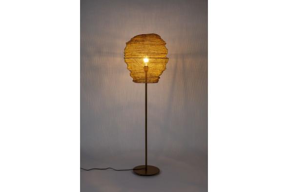 Billede af Lena gulvlampe i messing fra Decoholic. Find inspiration til indretningen i hjemmet samt udvalget af lamper hos BoShop.
