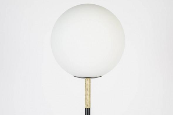 Billede af Orion gulvlampe fra Zuiver. Find inspiration til indretningen samt udvalget af gulvlamper hos BoShop.