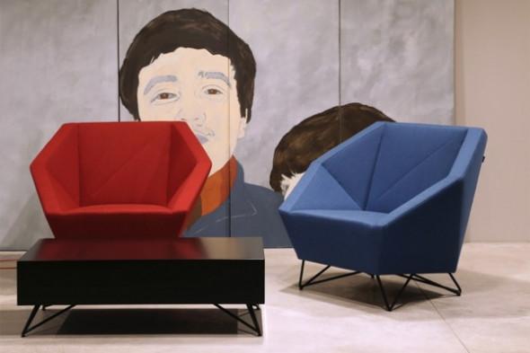 Billede af 3angle serien - Sofa, lænestol og puf i stof hos BoShop - Sofaer i Århus.