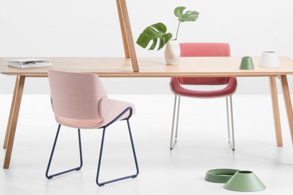 Billede af Monk metal spisebordsstol hos BoShop - Spisebordsstole i Århus.