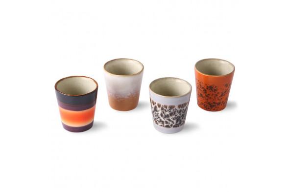 Billedet visualiserer et sæt med 4 ristretto kopper. Bliv inspireret af 70'er keramikken hos BoShop i Aarhus og Aalborg.
