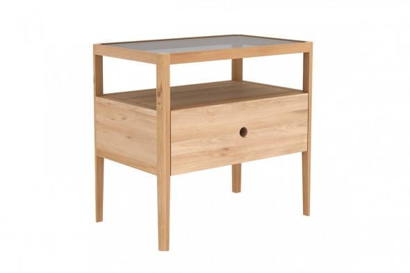 Spindle Eg natbord i træ hos BoShop.