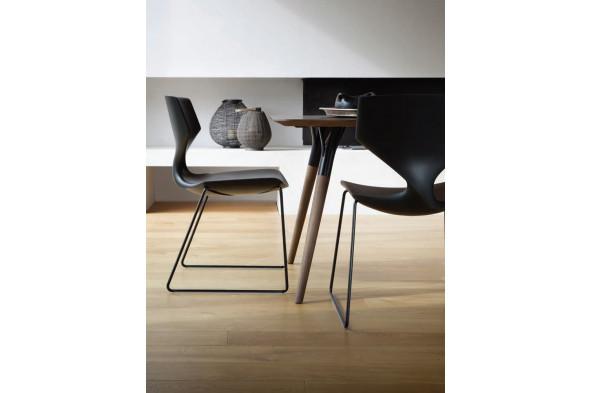 Billede af Quo metal sledge Soft touch spisebordsstol hos BoShop - Spisebordsstole i Aarhus og Aalborg.