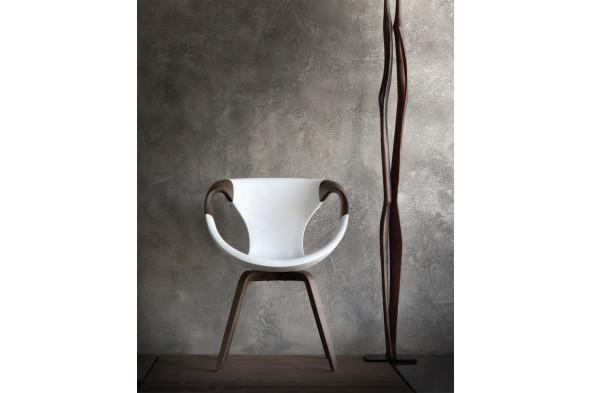 Billede af Up chair wood Medium Soft touch spisebordsstol med træ armlæn i valnød eller eg hos BoShop - Spisebordsstole i Aarhus og Aalborg.