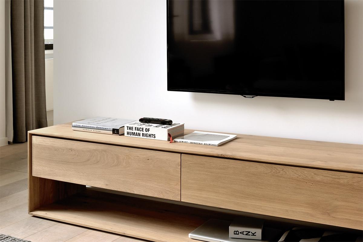 ethnicraft nordic eg tv bord i tr hos boshop. Black Bedroom Furniture Sets. Home Design Ideas