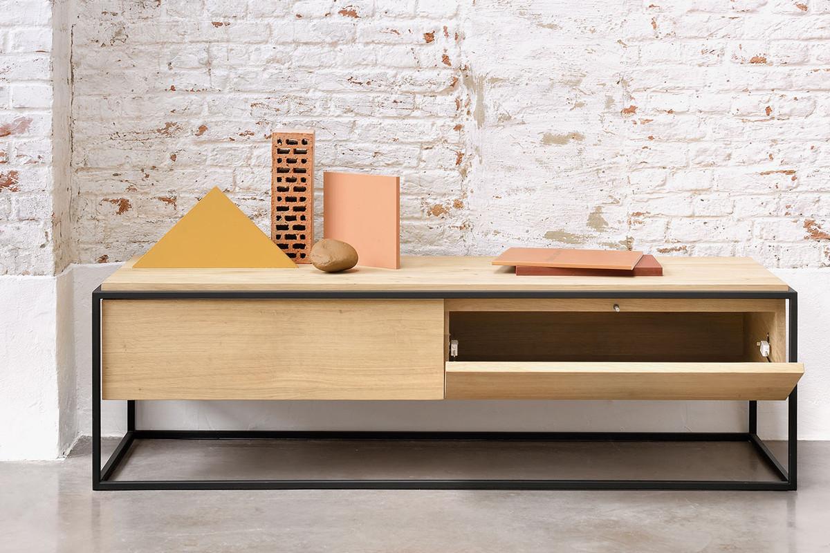Ethnicraft - Monolit tv-bord i træ hos BoShop