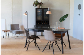 Her ses et billede af Brent air spisebordsstolene fra Zuiver.