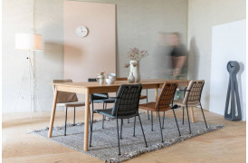 Fab spisebordsstolen kan fås med eller uden armlæn her på hjemmesiden.