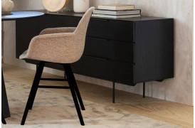 Her på billedet ses Albert Kuip polstret spisebordsstol med armlæn fra Zuiver.
