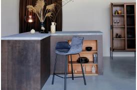 Her ses et billede af Brit barstol fra Zuiver.