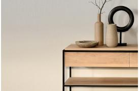 Billede af Monolit Eg - konsolbord fra Ethnicraft i egetræ med sort stel.