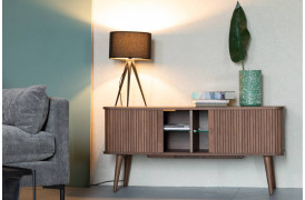 Leder du også efter møbler i den trendy træsort valnød, så se denne skænk.