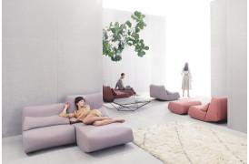 Absent er en lounge sofa til hjemmet eller til lounge området på arbejdspladsen.