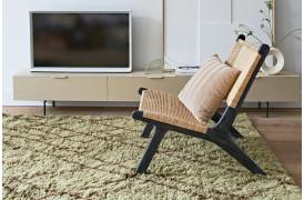 Skab farve og hygge i din indretning med uld berber tæppet.