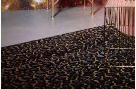 Tæppet fuldender din indretning og det flotte mønster giver farve og liv til rummet.