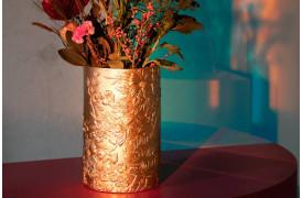 Vase med et smukt, eksotisk tiger og blomsterdesign skåret ud i vasen fra Bold Monkey.