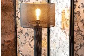 Tænd for lampen for at se den plettede glød, den skaber rundt om i rummet.