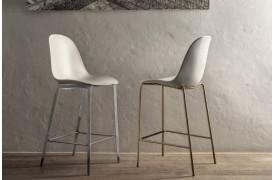 Mood barstolen ses i dens to stelvarianter fra Bontempi.