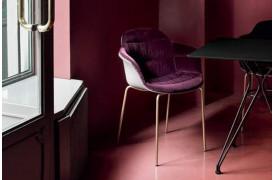 Topudgaven af Mood stolen med armlæn og polstring.