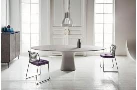 Bontempi Podium ovalt spisebord i beton er her vist i størrelsen 250 x 116 cm.