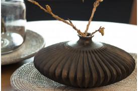 Bocono vasen skaber et smukt udtryk med et par enkle grene.