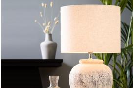 Livigno lampeskærmen er en elegant naturfarvet cylinderformet lampeskærm.