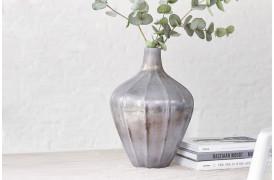 Glasvase med Phoebe vasen fra BoShop Collection, der kan fås i seks farver.