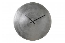 Dette ur til væggen vil være et flot supplement ind i en indretning i den populære rustikke stil.