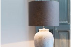 Den smukke Vesuvius lampefod er lavet af keramik.