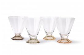 Glassene er alle unikke på grund af den håndlavede finish.