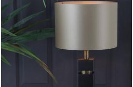 Jysa lampefoden er en virkelig smuk og ekslusiv lampefod med et luksuriøst touch.