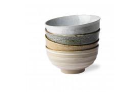 Skålene er fra Kyoto keramikfamilien, som er håndlavet, hvilket giver dem alle et unikt look.