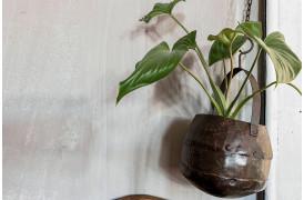 Her ses et billede af Metal planteophæng fra vores Unika Collection.