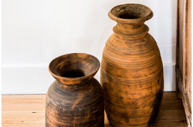 Her ses et billede af Neck nepal træpotterne fra vores Unika Collection.